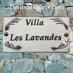 PLAQUE DE MAISON FAIENCE RECTANGLE DECOR LAVANDES TEXTE VERT