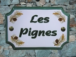 STYLE HOUSE PLAQUE PINE CONE DECORATION GREEN INSCRIPTION
