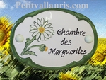 CERAMIC OVAL DOOR PLAQUE WITH MARGUERITE FLOWER PANTING