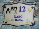 PLAQUE DE MAISON FAIENCE PARCHEMIN DECOR VACHE PRIM HOLSTEIN