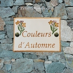 PLAQUE DE MAISON EMAILLEE CERAMIQUE DECOR GIROFLEES